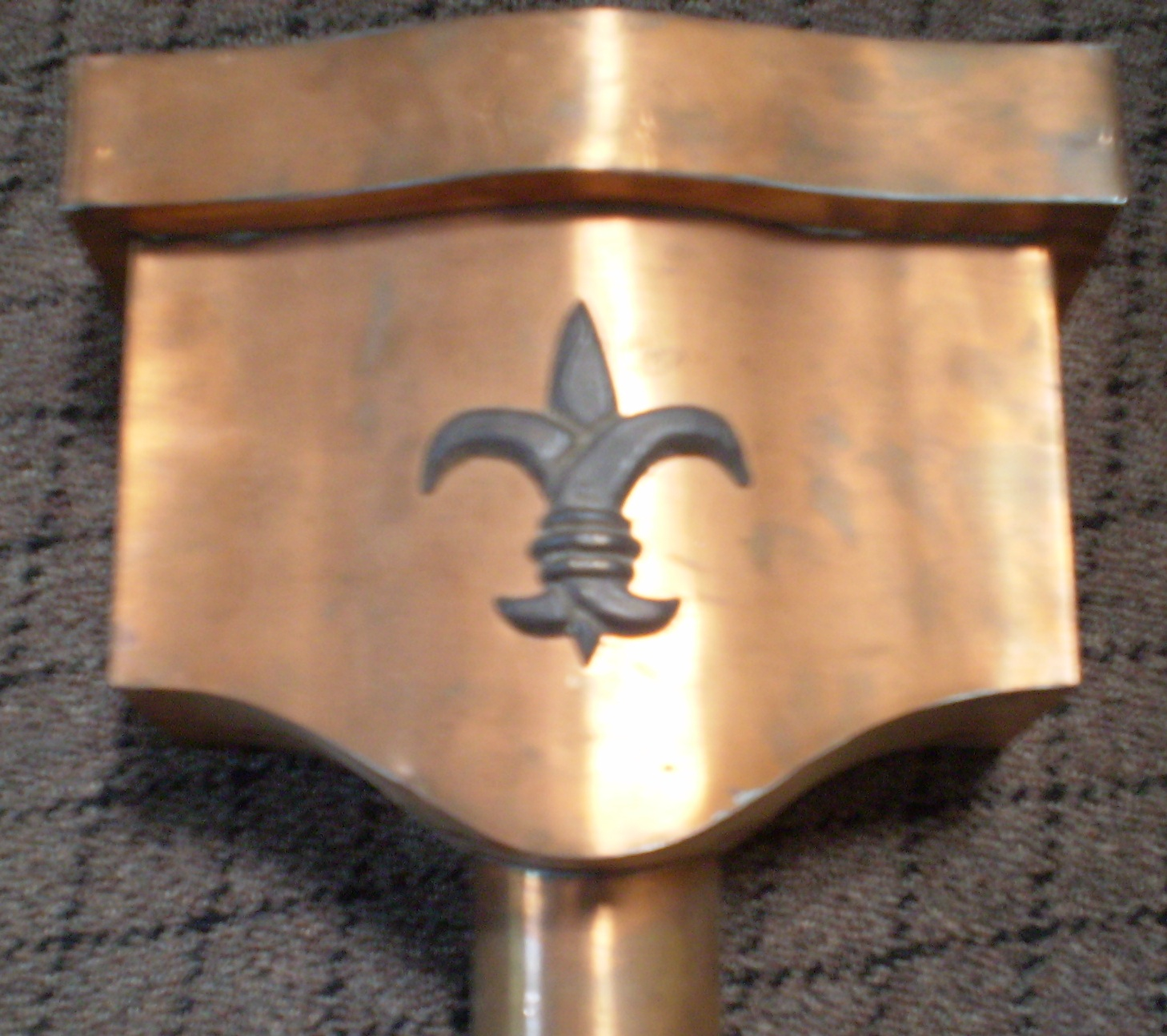Sheild leaderhead with fleur-de-lis Medallion